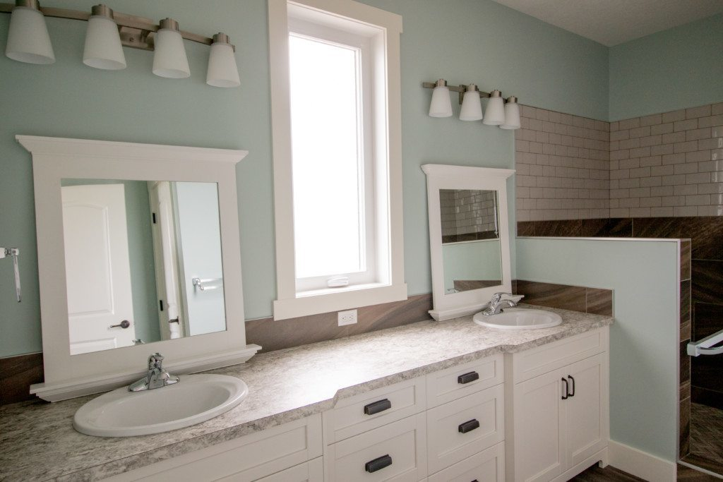 Chin custom country home master bathroom
